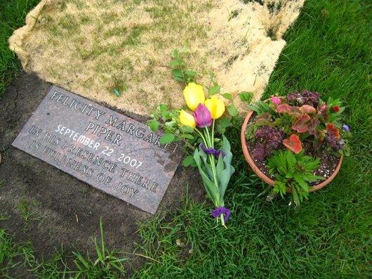Felicity Piper's gravestone