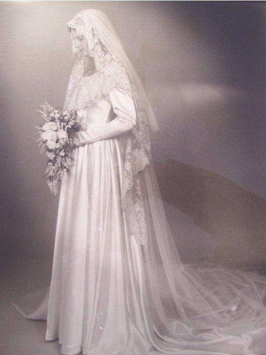 Noel as a bride